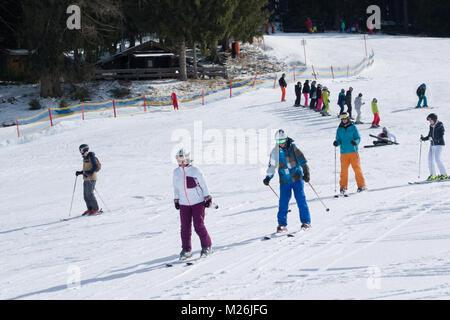 Skiers having a ski lesson on the nursery slopes, Niederau, Alpbach, Tirol, Austria, Europe - Stock Photo