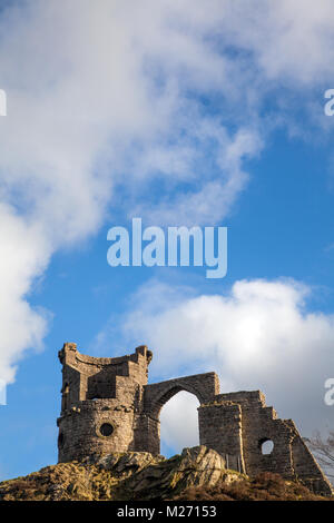 Cheshire landmark Mow Cop castle, the folly of a ruined castle standing  on the Gritstone trail a long distance - Stock Photo