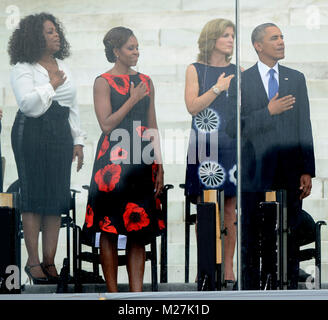 From left to right: Oprah Winfrey, first lady Michelle Obama, Ambassador Caroline Kennedy, and United States President - Stock Photo