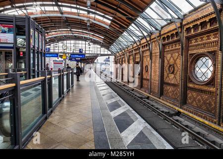 Berlin-Mitte.Hackescher Markt S-bahn station. Historic building interior with decorative brickwork, platform,rail - Stock Photo
