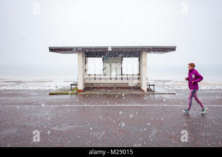 Llandudno, Wales, 6th February 2018. UK Weather. As predicted a yellow warning for snow for North Wales today with - Stock Photo