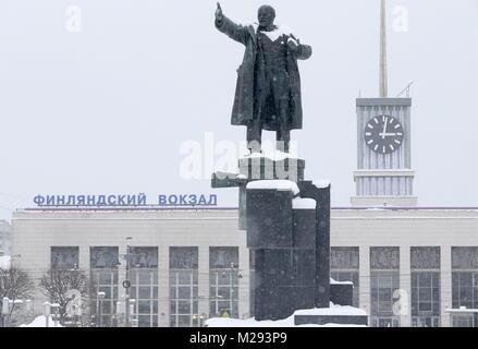 St Petersburg, Russia. 06th Feb, 2018. ST PETERSBURG, RUSSIA - FEBRUARY 6, 2018: A statue of Bolshevik leader Vladimir - Stock Photo