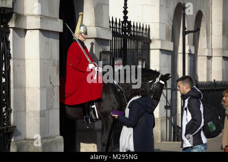 London, UK. 6th Feb, 2018. UK Weather. Chilly day Horseguards Parade in Central London. People wrap up warm as the - Stock Photo