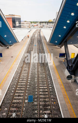 Empty train tracks at newly developed Reading railway station, Reading, Berkshire, England, GB, UK - Stock Photo