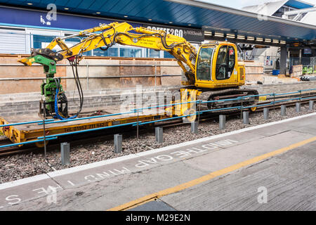 Industrial rail plant machinery at Reading railway station, Berkshire, England, GB, UK - Stock Photo