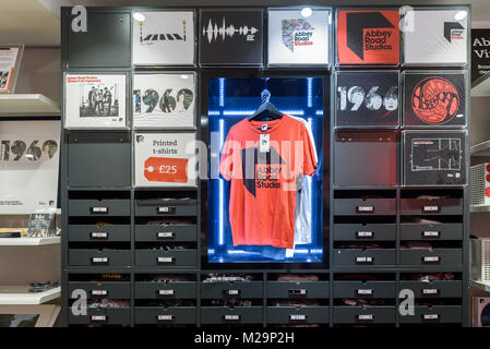 The Abbey Road shop selling various music related gifts, including printed t-shirts. - Stock Photo