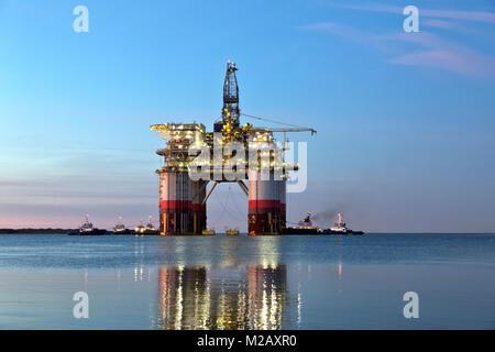 'Big Foot'  Chevron's Deep Ocean Platform departs Kiewit Industries. - Stock Photo