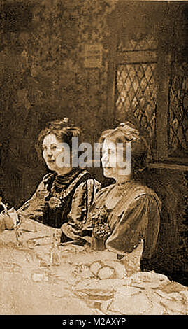 Suffragettes - portraits of Christabel Pankhurst  and  Annie Kenny together in 1910 - Stock Photo