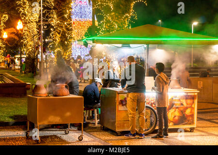 MADEIRA PORTUGAL MADEIRA Cooking chestnuts in salt a madeiran speciality on the promenade waterfront in Funchal - Stock Photo