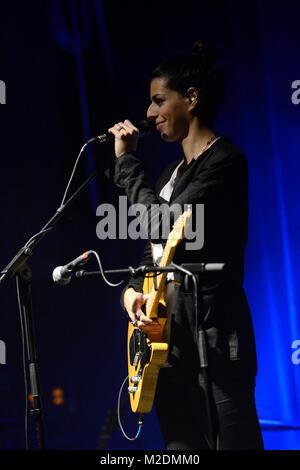 Die neuseelaendische Singer-/Songwriterin Brooke FRASER ('Something In The Water') bei ihrem Konzert im Capitol - Stock Photo