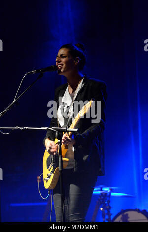 Die neuseelaendische Singer-/Songwriterin Brooke FRASER ('Something In The Water') bei ihrem Konzert im Capitol - Stock Photo