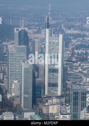 Frankfurt am Main, Germany. 07th Feb, 2018. Light fog hanging over the banking skyline of the metropolis on the - Stock Photo