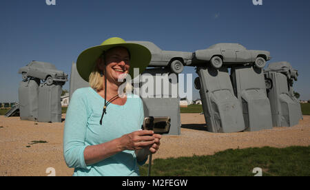 Alliance, Nebraska, USA. 19th Aug, 2017. A tourist from Boulder, Colorado takes a selfie with the replica of Stonehenge, - Stock Photo