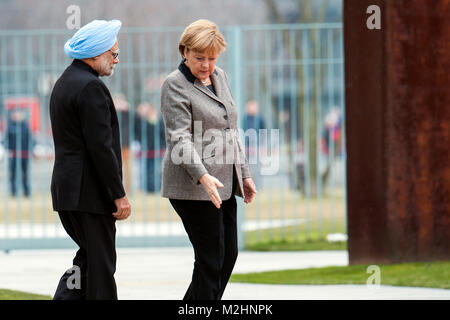German Chancellor, Angela Merkel welcomes the Prime Minister of India, Manmohan Singh, with military honours at - Stock Photo