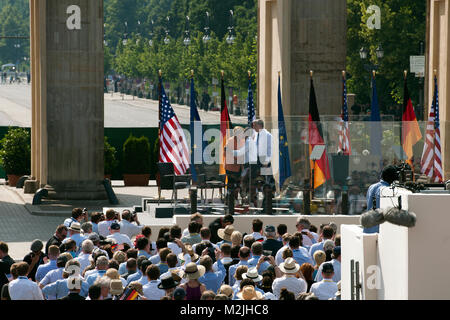 President Barack Obama wants to reduce Further nuclear stockpile cuts in the speech, and Chancellor Angela Merkel - Stock Photo