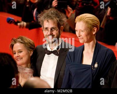 Berlinale 2009: Christoph Schlingensief und Tilda Swinton auf dem Roten Teppich zur Preisverleihung im Berlinale - Stock Photo