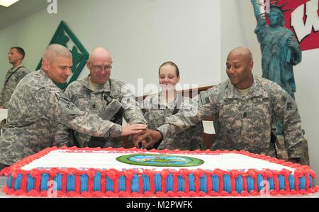 Army Tradition.  CONTINGENCY OPERATING BASE SPEICHER, Iraq – Lieutenant Colonel Matt Tedesco, commander, Division - Stock Photo