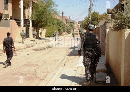 "Iraqi Federal Police and Soldiers with Company A, 1st ""Vanguard"" Battalion, 18th Infantry Regiment, 2nd Advise and - Stock Photo"