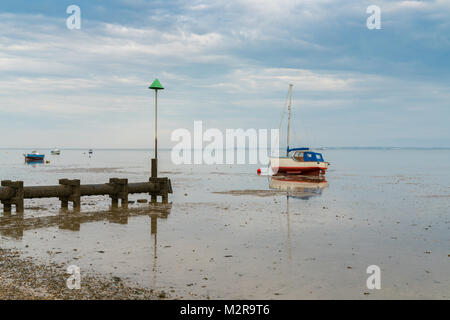 Boats at low tide on the shore of the River Thames, seen in Southend-on-Sea, Essex, England, UK - Stock Photo