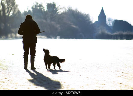 Chalvington, UK. 8th February 2018. Dog walkers on a bright and frosty morning in Chalvington, East Sussex, as the - Stock Photo