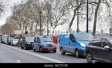 London, UK. 8th Feb, 2018. Traffic on Victoria Embankment. Drivers in London travel at an average of less than 13mph - Stock Photo