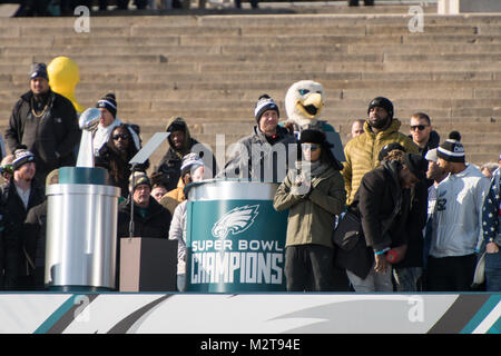 Philadelphia, Pennsylvania, USA. 8th Feb, 2018. Philadelphia Eagles QB, NICK FOLES, addresses the fans on the steps - Stock Photo