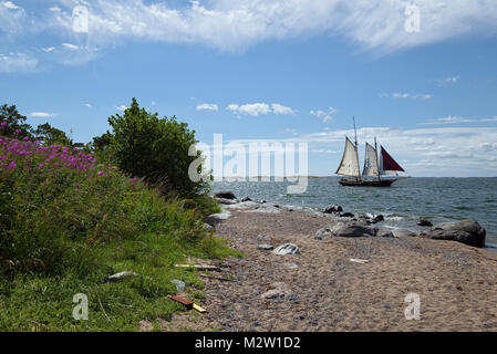 Sweden, Sandhamn, sailing ship in front of the beach - Stock Photo