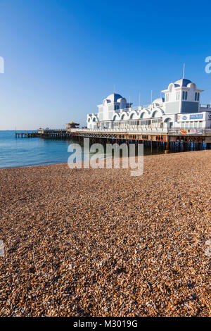 England, Hampshire, Portsmouth, Southsea Beach and Pier - Stock Photo