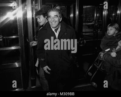GABRIEL GARCIA MARQUEZ Nobel prize winner arriving to The Stockholm City Theater for a Nobel event 1982 - Stock Photo