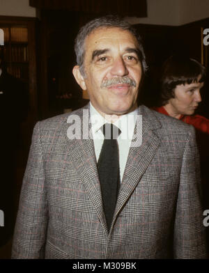 GABRIEL GARCIA MARQUEZ Nobel prize winner meeting with The Swedish Prime minister summer residence Harpsund 1982 - Stock Photo