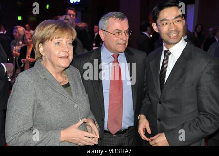 Bundeskanzlerin Angela Merkel, lSZ-Chefredakteur Kurt Kister und Wirtschaftsminister Philipp Rösler beim Neujahrsempfang - Stock Photo