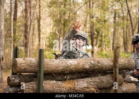 Face off – (GEORGIA GARRISON TRAINING CENTER, Ft. Stewart, Ga. 5 Mar. 2015) - Spc. Caleb DeLong lobs a grenade as - Stock Photo