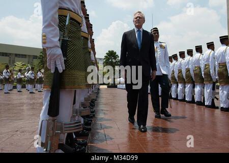 150406-N-LV331-003 KUALA LUMPUR, Malaysia (April 6, 2015) Secretary of the Navy (SECNAV) Ray Mabus performs an honorary - Stock Photo