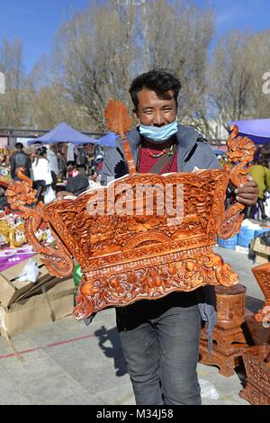 (180209) -- BEIJING, Feb. 9, 2018 (Xinhua) -- File photo taken on Jan. 25, 2017 shows a seller showing a Chema, - Stock Photo