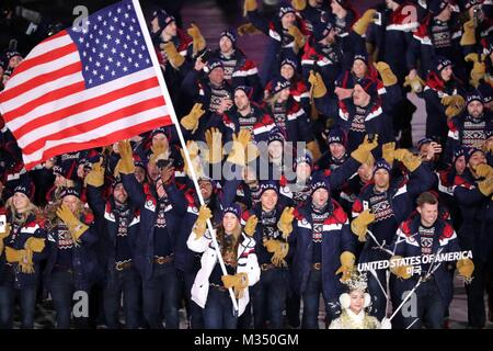 PyeongChang,, South Korea. 9th Feb, 2018. The USA team marches in, led by flag bearer ERIN HAMLIN during the Opening - Stock Photo