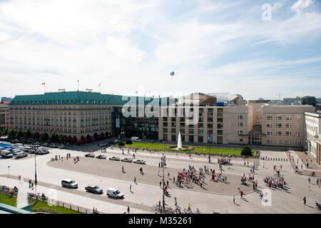 Pariser Platz mit Blick von dem Dresdner Bank Gebäude - Stock Photo