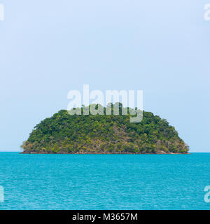 Uninhabited tropical island in Thailand - Stock Photo