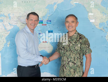 CAMP SMITH, Hawaii (Nov. 9, 2017)- Commander, U.S. Pacific Command (USPACOM) Adm. Harry Harris shakes hands with - Stock Photo