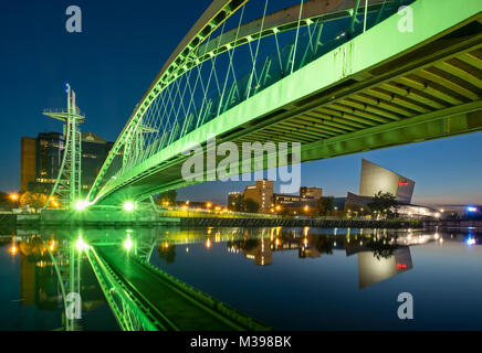 Lowry Footbridge and Imperial War Museum North at night, Salford Quays, Greater Manchester, England, UK - Stock Photo