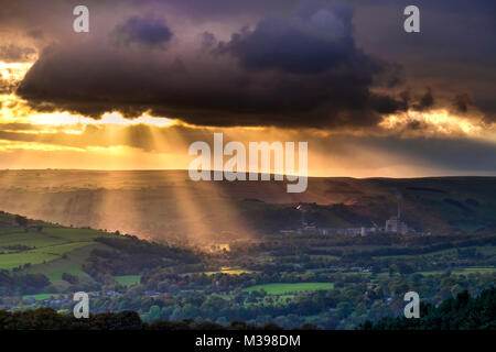 Crepuscular rays over the Hope Valley, Peak District National Park, Derbyshire, England, UK - Stock Photo