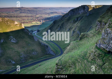 Winnats Pass limestone gorge, near Castleton, Peak District National Park, Derbyshire, England, UK - Stock Photo