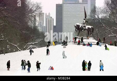 Chicago, USA. 9th Feb, 2018. People enjoy snow at Grant Park in Chicago, the United States, on Feb. 9, 2018. Credit: - Stock Photo