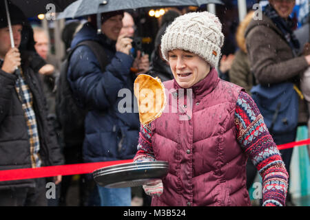 Greenwich Market, London, UK, 10th Feb 2018. Participants have fun trying to run and flip their pancakes at the - Stock Photo