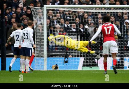 London, UK. 10th Feb, 2018. Hugo Lloris (TH) makes a save at the English Premier League football match between Tottenham - Stock Photo