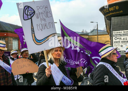 Glasgow, Scotland. 10th February, 2018. Hundreds of women, supported by the Trades Union UNISON, took part in a - Stock Photo