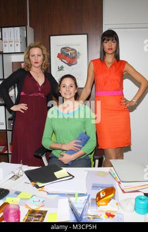 Nina Vorbrodt, Ellenie Salvo González, Susan Hoecke, RTL Sitcom - Sekretaerinnen-Ueberleben von neun bis fuenf, - Stock Photo