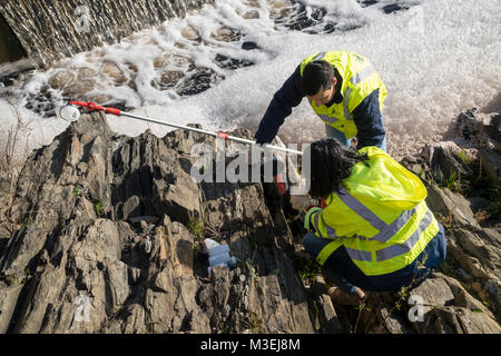River pollution. Collection of Tejo river water samples and foam to determine the degree of pollution caused by - Stock Photo
