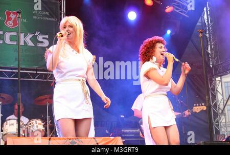 ABBA Revival Band  beim Rockspektakel in Hamburg .  Seit nunmehr über 30 Jahren vergeht kein Tag an dem man nicht - Stock Photo
