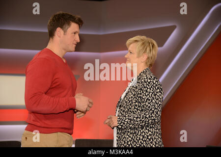 Matthias Steiner der Olympiasieger in Diskussion mit Renate Kuenast als Gast  und Teilnehmer bei der ARD Talkshow - Stock Photo