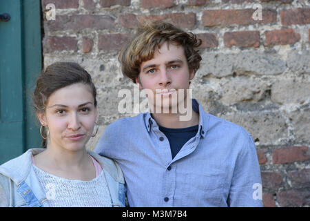 Amina Merai (Jenny) gemeinsam mit Matti Schmidt-Schaller (Dimitri)  im Portraet als Schauspieler  in der ARD Mysteryserie - Stock Photo